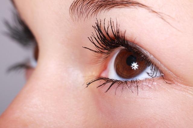 nalíčené oko