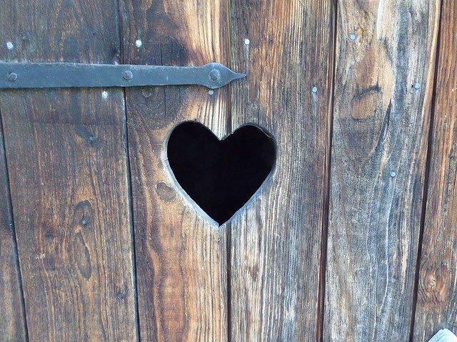 srdce ve dveřích