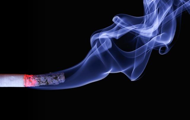 kouřící cigareta