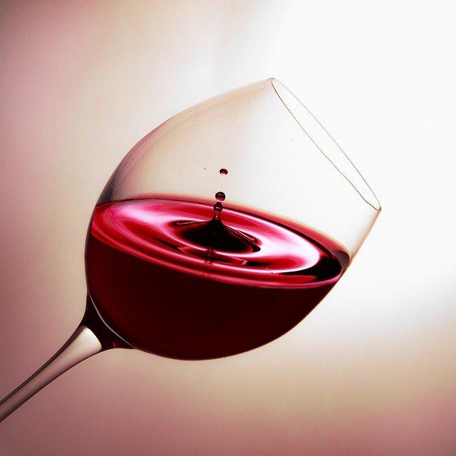 sklenice červeného